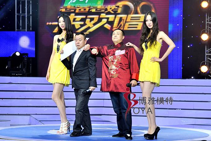 博雅女模PK笑星潘长江