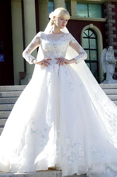 外籍模特:娜塔莎等(乌克兰&波兰) 婚纱品牌:与之;摄影:薇薇婚纱摄影