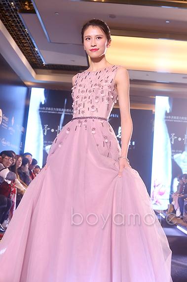 博雅模特以气质著称,优雅、沉稳、高贵的气质为服装增添了更多亮点