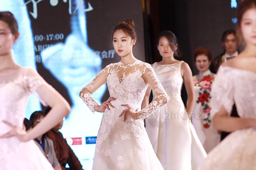 """2018年3月,博雅十余位模特,为""""与之""""婚纱礼服高级定制发布会走秀"""