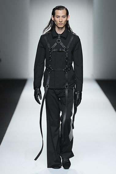2007届学员考桂村,从2010年第一次亮相上海时装周,至今已有9个年头,以独特的个性,稳重大气的台步深受设计师的喜爱