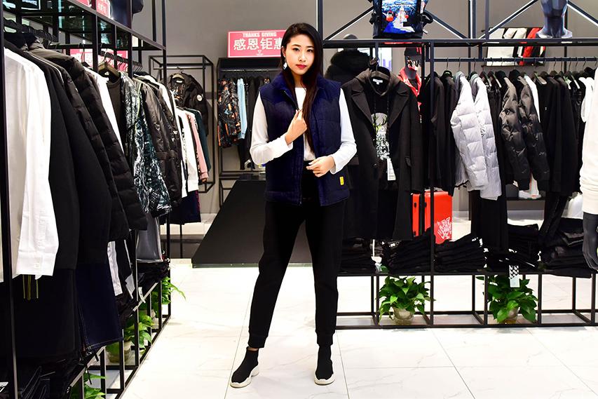 博雅模特助阵马克华菲世贸店重装开业,为马克华菲试衣展示。