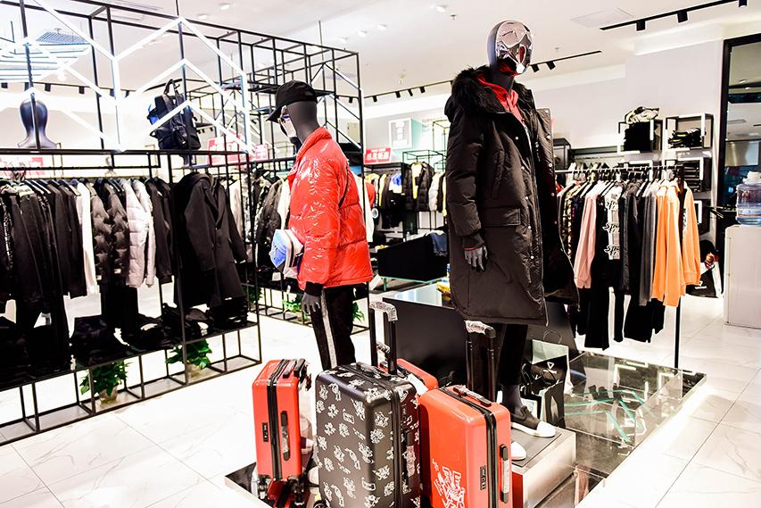 博雅模特助阵马克华菲世贸店重装开业,为马克华菲试衣展示
